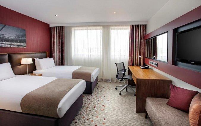 Tweepersoonskamer met twee bedden van hotel Holiday Inn in Bristol