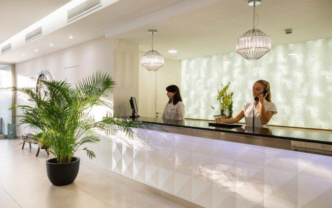 Receptie van Hotel Tomir Portals Suites op Mallorca