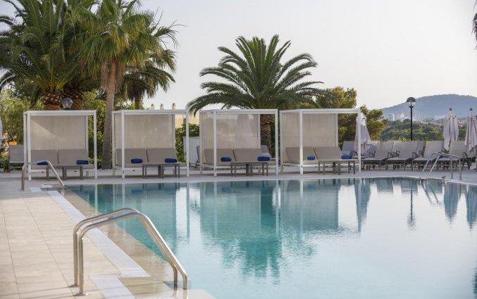 Zwembad van Hotel Tomir Portals Suites op Mallorca