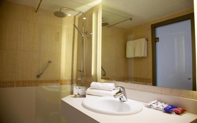 Badkamer van Hotel Tomir Portals Suites op Mallorca