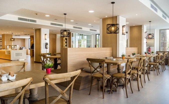 Restaurant van Hotel Tomir Portals Suites op Mallorca
