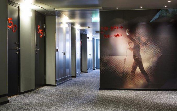 De hal naar de kamers van Comfort hotel Xpres Stockholm Central