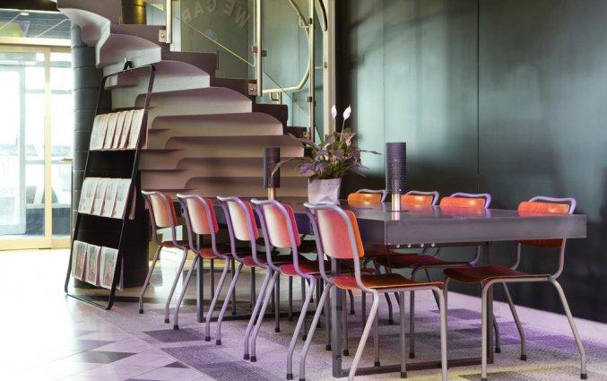 Tafel met zitplaatsen van Comfort hotel Xpres Stockholm Central