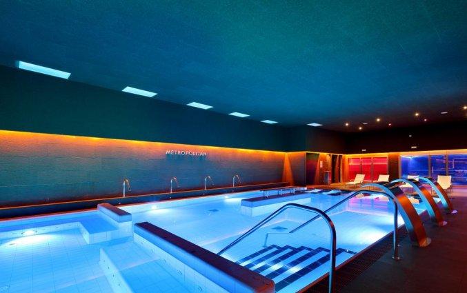 Binnenzwembad van Hotel Occidental in Bilbao