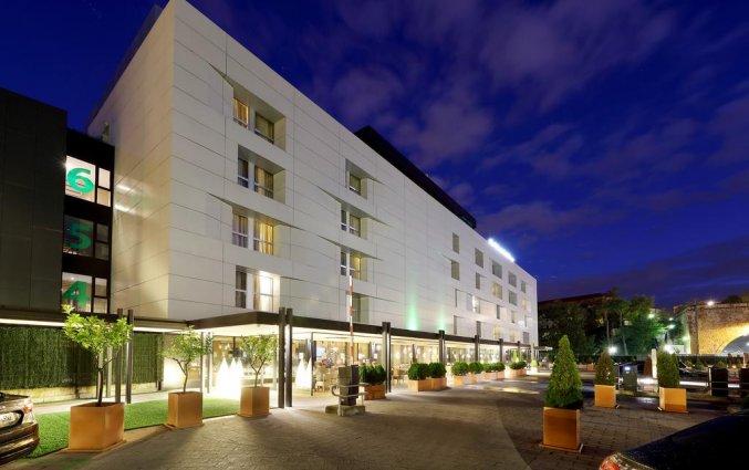 Buitenkant van Hotel Occidental in Bilbao