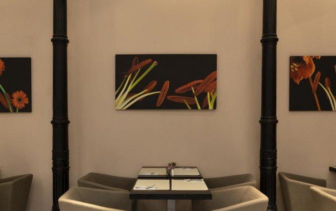 Tafel in de ontbijtzaal van hotel Petit Palace Plaza Malaga