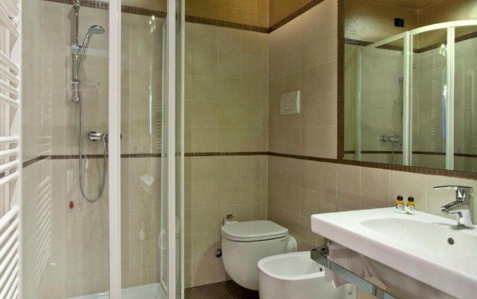 Badkamer van een tweepersoonskamer van hotel Scalzi Verona