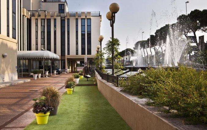 Zijaanzicht van Hotel Leon d'Oro Verona
