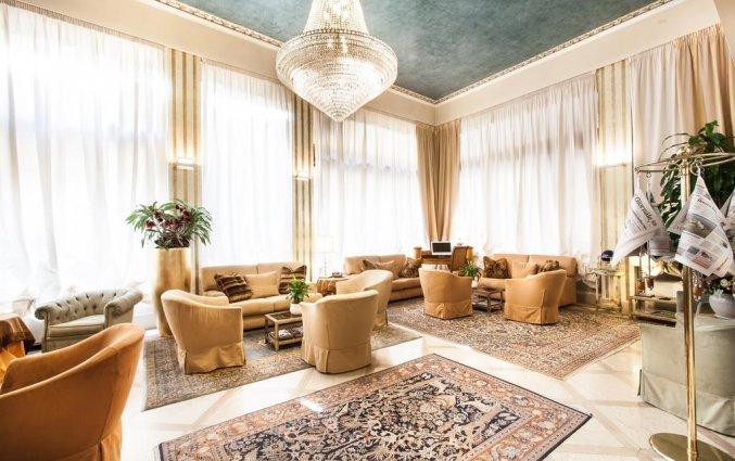Lounge van hotel San Luca Vera