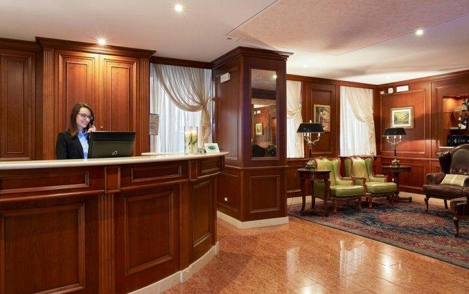 Receptie van hotel Albergo Mazzanti Verona