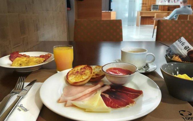 Ontbijt van Hotel Sercotel Arenal in Bilbao