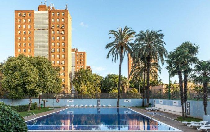Buitenzwembad bij Hotel Medium Valencia