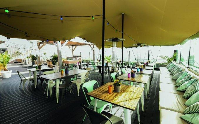 Terras bij de skybar van Leonardo Hotel Amsterdam Rembrandtpark