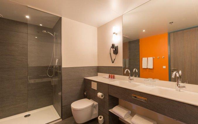 Badkamer van een kamer van Leonardo Hotel Amsterdam Rembrandtpark