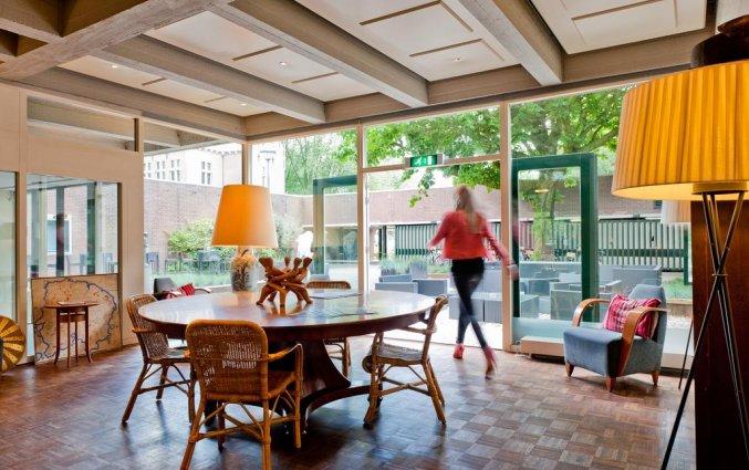 Zitgedeelte in Amsterdam Tropen Hotel