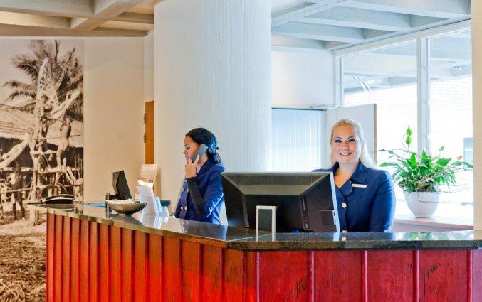 Receptie en personeel van het Amsterdam Tropen Hotel