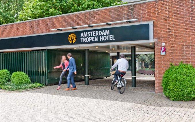 Entree van het Amsterdam Tropen Hotel