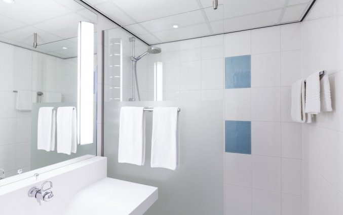 Badkamer van tweepersoonskamer van Novotel Hotel Maastricht