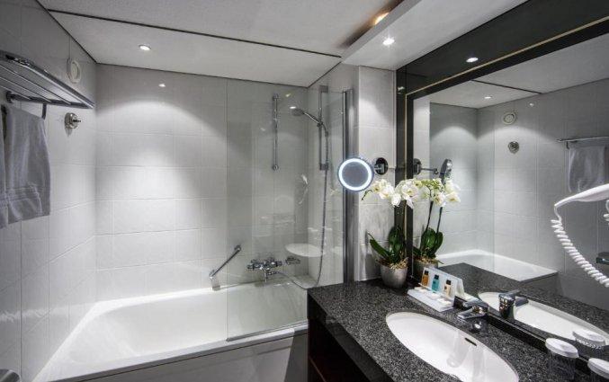 Badkamer van een tweepersoonskamer in Hotel Crown Plaza Maastricht