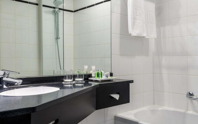 Badkamer van een tweepersoonskamer van Hotel NH Atlanta in Rotterdam