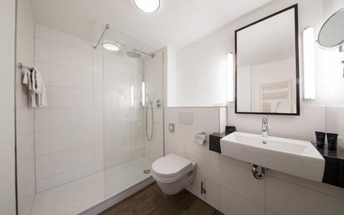Badkamer van een tweepersoonskamer van Hotel Bilderberg de Keizerskroon op de Veluwe