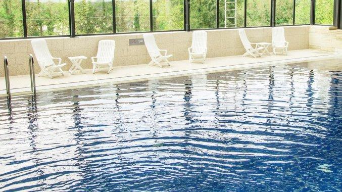 Binnenzwembad van Hotel Bilderberg de Keizerskroon op de Veluwe