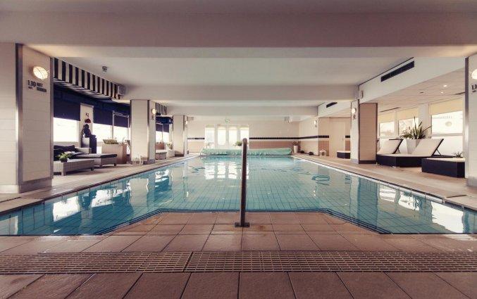 Zwembad van Hotel Carlton Beach Scheveningen aan de Nederlandse Kust