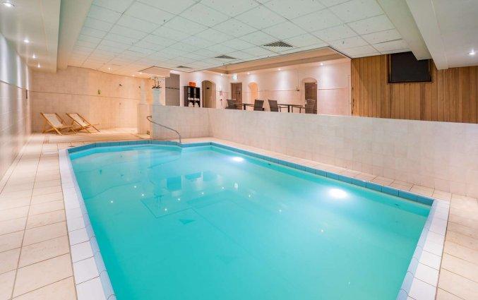 Binnenzwembad in het wellnesscentrum van Golden Tulip Noordwijk Beach