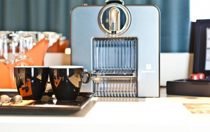 Koffie- en theevoorzieningen op een kamer van Hotel Le Chatelain Brussel