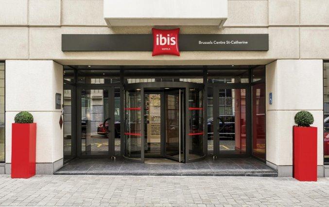 Entree van Hotel ibis Brussels City Centre