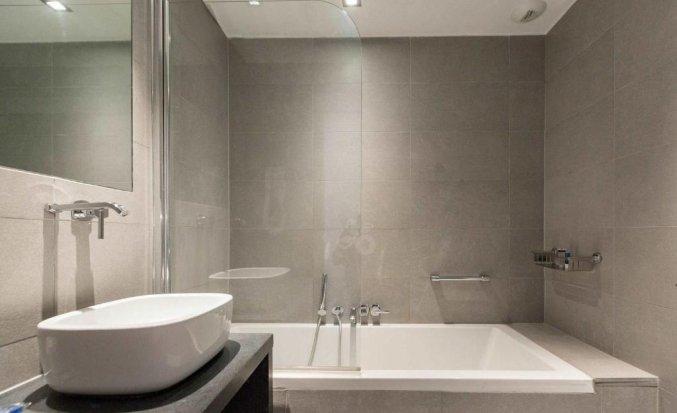 Badkamer van een tweepersoonskamer van Aqua Hotel Brussel in Brussel