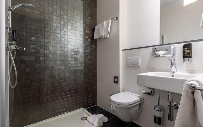 Badkamer van een tweepersoonskamer in Hotel TripInn Eden in Antwerpen