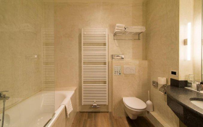 Badkamer in een kamer van Hotel Academie Brugge