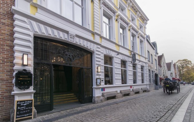 Entree van Hotel Academie Brugge