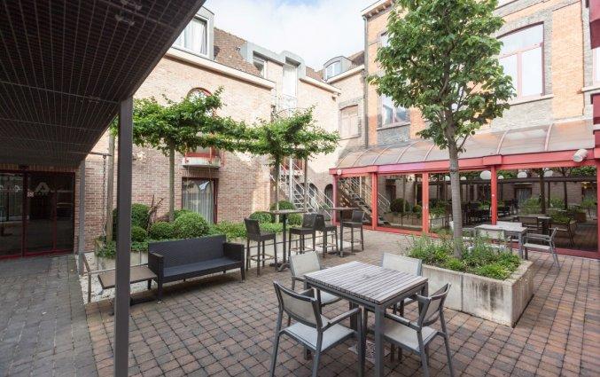 Tuin en terras van Hotel Academie Brugge