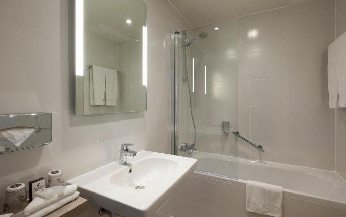 Badkamer in een kamer van Hotel Martin's Brugge