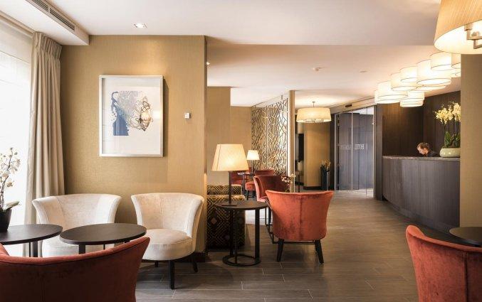Loungebar en receptie van Hotel Aragon in Brugge