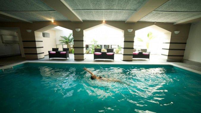 Binnenzwembad van Hotel Floris in Brugge