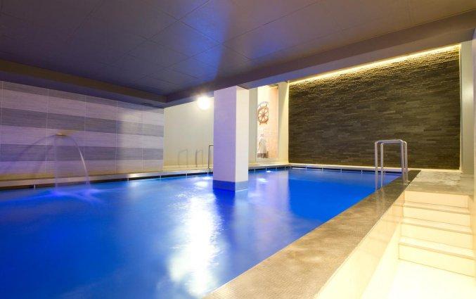 Binnenzwembad van Hotel Bero aan de Belgische Kust