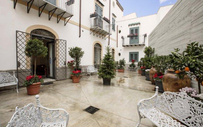 Terras van Hotel Palazzo Brunaccini op Sicilië