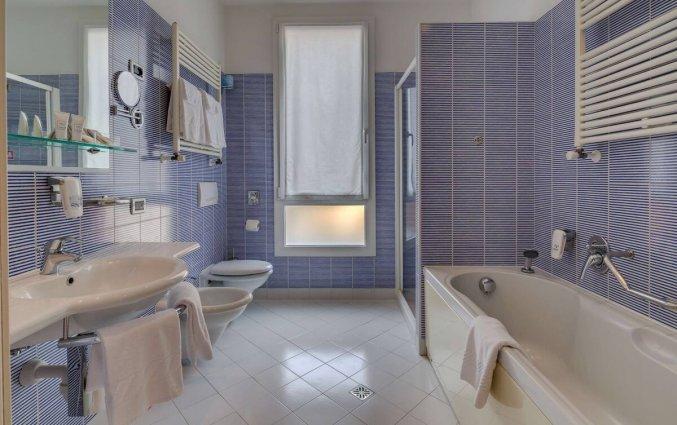 Badkamer van een tweepersoonskamer van Hotel Best Western Plus Bologna in Venetie