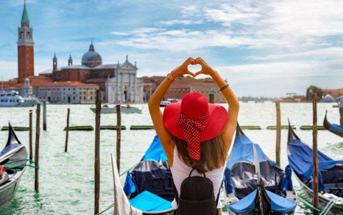 Venetie - Vrouw hart bij water