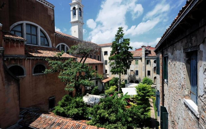 Luchtfoto binnenplaats Hotel Abbazia