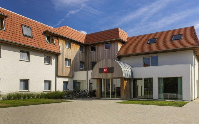 Gebouw van Hotel ibis De Haan aan de Belgische Kust
