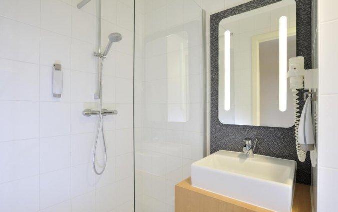 Badkamer van een tweepersoonskamer van Hotel ibis De Panne aan de Belgische Kust
