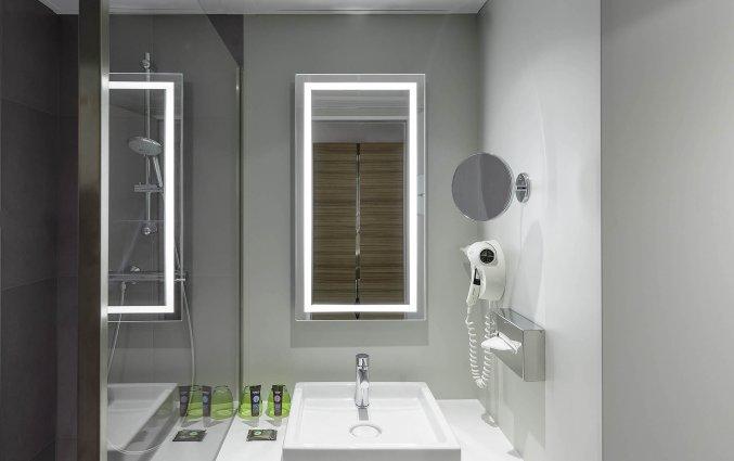 Badkamer van een tweepersoonkamer van Hotel Novotel Koln City in Keulen