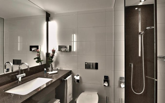 Badkamer van een tweepersoonskamer van Hotel Maritim Cologne in Keulen