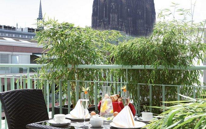 Terras van Hotel Lindner Dom Residence in Keulen