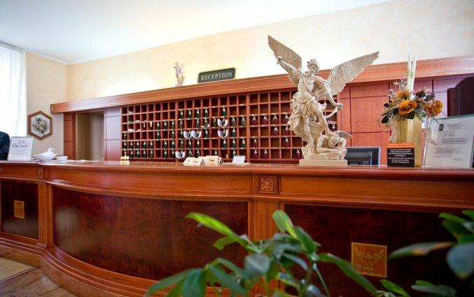Receptie van Hotel Palace San Michele in Puglia