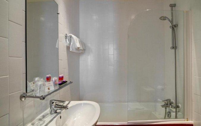 Badkamer van een tweepersoonskamer van Hotel Astoria Astotel in Parijs